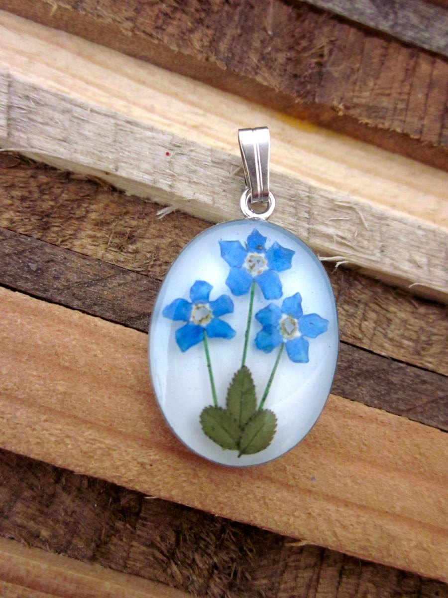 Свадьба - Forget Me Not Flower Pendant - Real Dried Flower Jewelry.          Naturally Beautiful for mom of 3, sisters, memorials, grandmother. Blue