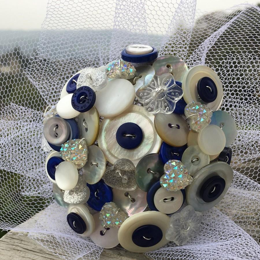 Mariage - Customisable Navy Blue and White Button Bouquet - Any colour made to order - Matching Boutonnieres - Vintage Keepsake Everlasting Memory
