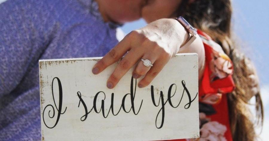 Wedding - I Said Yes Engagement Sign- Shabby Chic Wedding Sign- Rustic Wedding Sign
