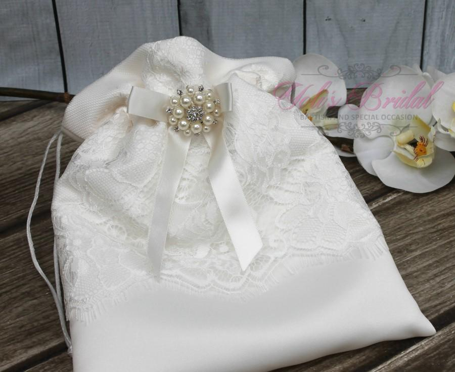 Mariage - FAST SHIPPING!! Beautiful and Romantic Cosmetic Bag, Lace Flower Cosmetic Bag, Wedding Bag, Money Bag, Bridal Bag, Ivory Bridal Purse