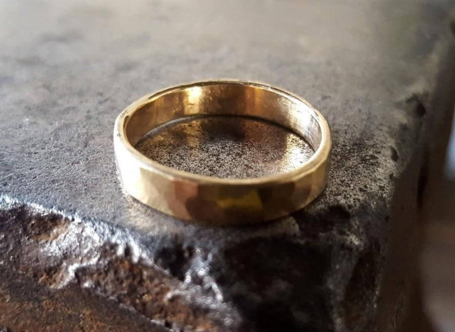 Mariage - Rustic Mens Gold Wedding Band, 14k Gold Ring Forged by Blacksmith, Mens Gold Ring, Hammered Gold Wedding Band, Mens Ring