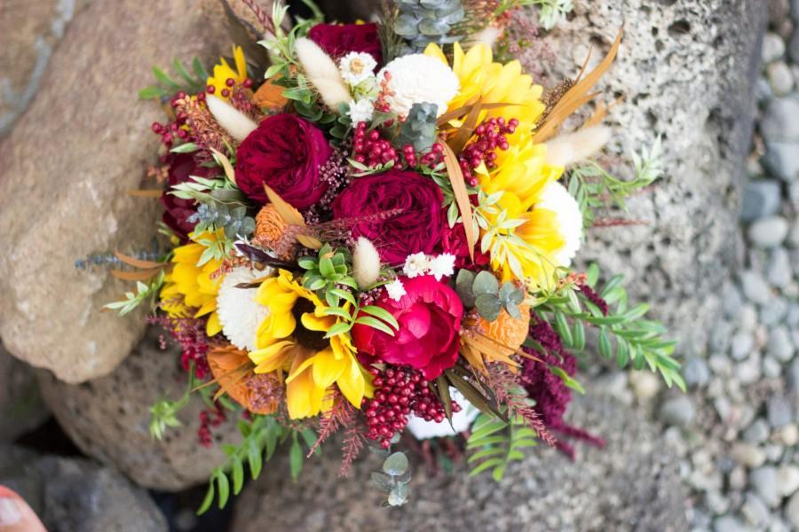 Hochzeit - Fall Wedding Bouquet, Bridal Sola Flower Bouquet, Sunflower Fall Bridal Bouquet, Rustic Bouquet Keepsake Bridal Bouquet,Red rose/peony