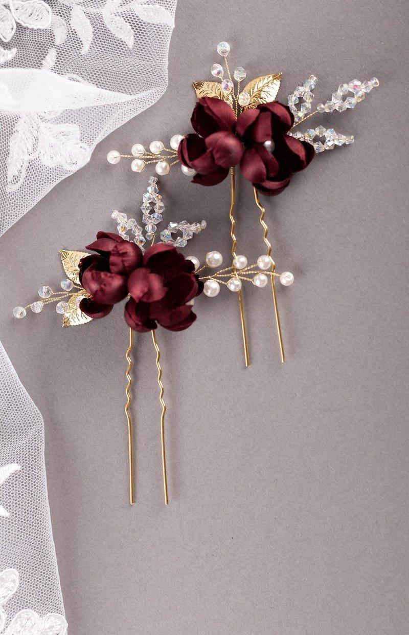 Mariage - Burgundy silk flower hair pins Burgundy rosebud hair pin Burgundy Wedding Bridesmaid hair accessories Floral hair pins Dark red hair piece