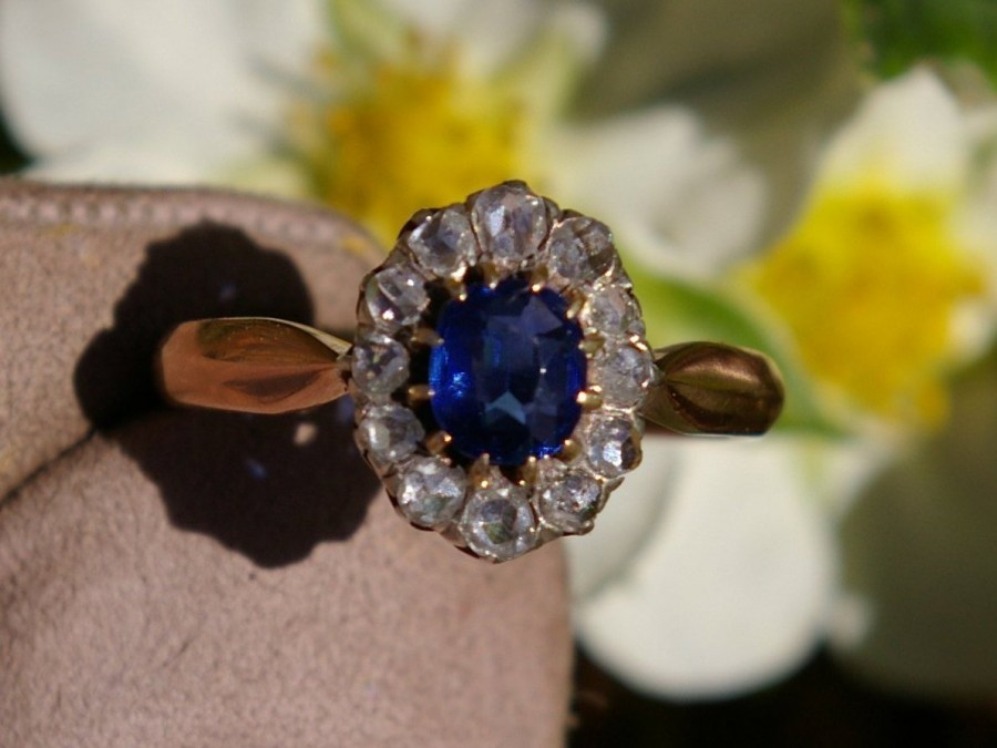 Wedding - Oval sapphire daisy ring entourage rose cut diamonds in 18k rose gold and silver