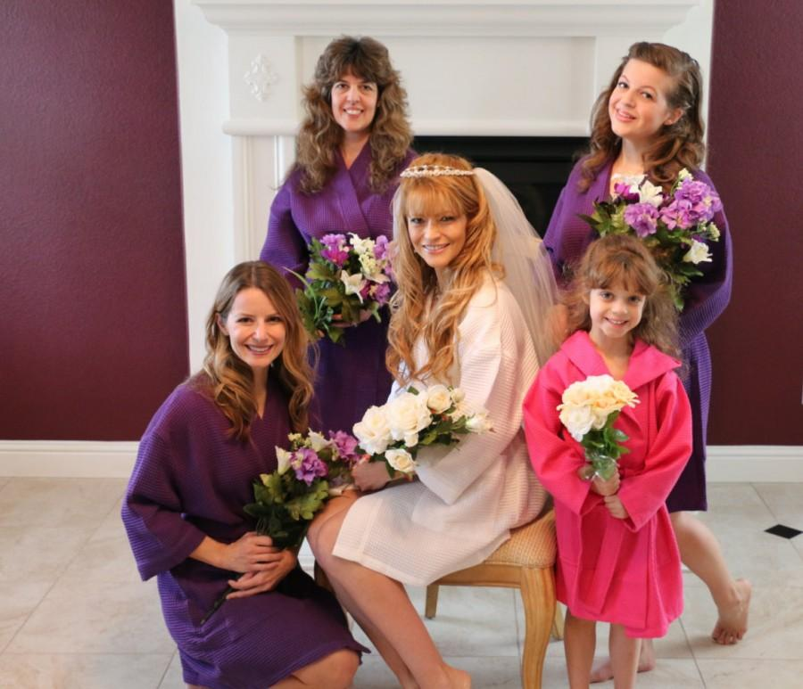 Hochzeit - BRIDAL PARTY Robes Wedding Robes Monogrammed Robes Available in 10 Colors, 3 Sizes; RUSH and Single Orders Welcome, Personalized Robes