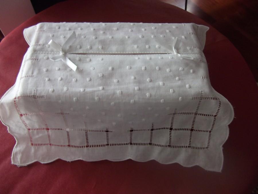 Mariage - White handkerchiefs cover, Embroidered handmade machine, white Calico textile cover, interior décor, standard handkerchiefs box ornament