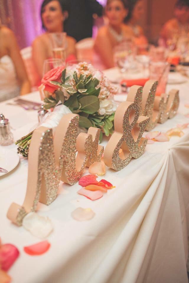 زفاف - Mr and Mrs Wedding Sign for Wedding Sweetheart Table, Mr and Mrs Letters, Large Thick Mr & Mrs Sign Set (Item - MTS100)