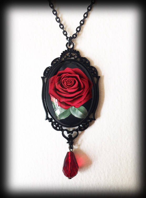Свадьба - Red Rose Necklace, Glass Cameo Rose Pendant, Romantic Gothic Victorian, Alternative Jewelry, Handmade Jewellery, Valentine Gift For Her