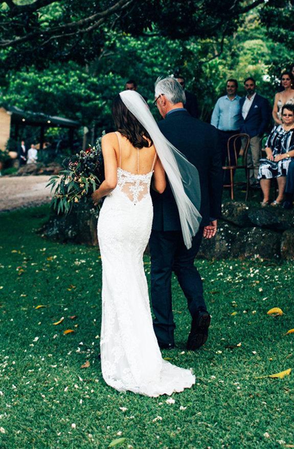 Mariage - FAST SHIP Fingertip Wedding Veil, Raw Edge Bridal Veil, Single Layer Veil, Short Veil, Fingertip Veil, Ivory Fingertip Veil, White Ivory