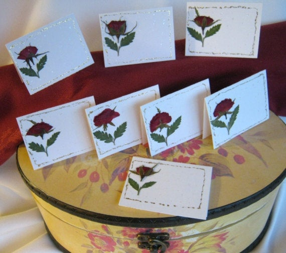 Hochzeit - Place Cards, Name Cards, pressed flowers and leaves,  handmade, small tent cards or gift cards,  8 Real Roses On White Folded Card