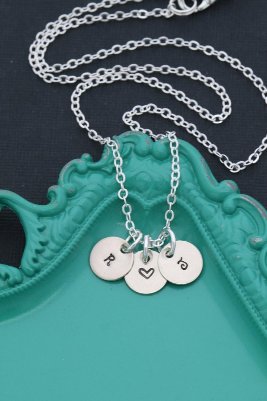 زفاف - Initial Necklace Letter Handstamped Initial Charm • Personalized Tiny Initial Silver Minimal Necklace • Dainty Initial Small Tag