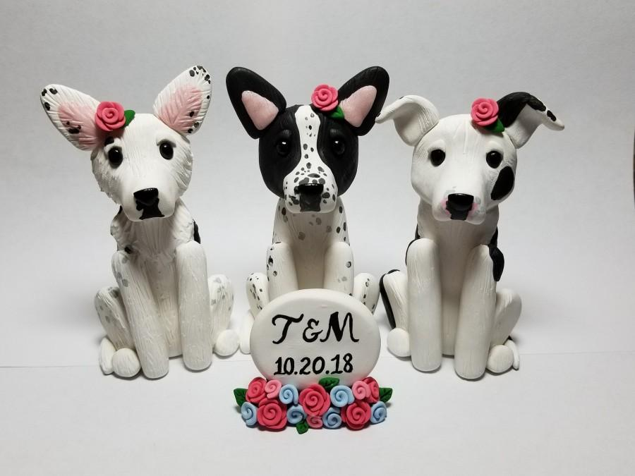 Свадьба - 3 Dog Custom Cake Topper with Sign and Flowers