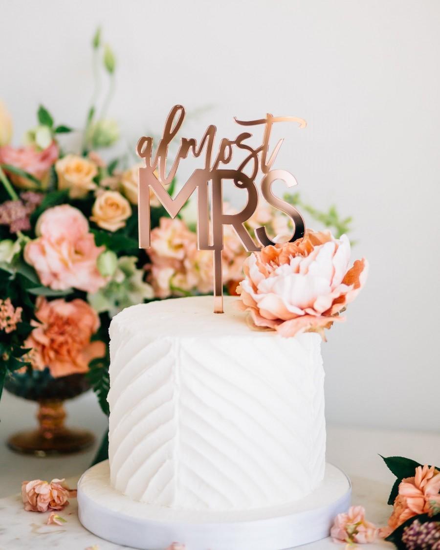 "Свадьба - Almost Mrs Laser Cut Bridal Shower Cake Topper - 5.5"" Acrylic Cake Topper, Custom Bridal Shower Sign, Engagement Decor, Trendy Design"