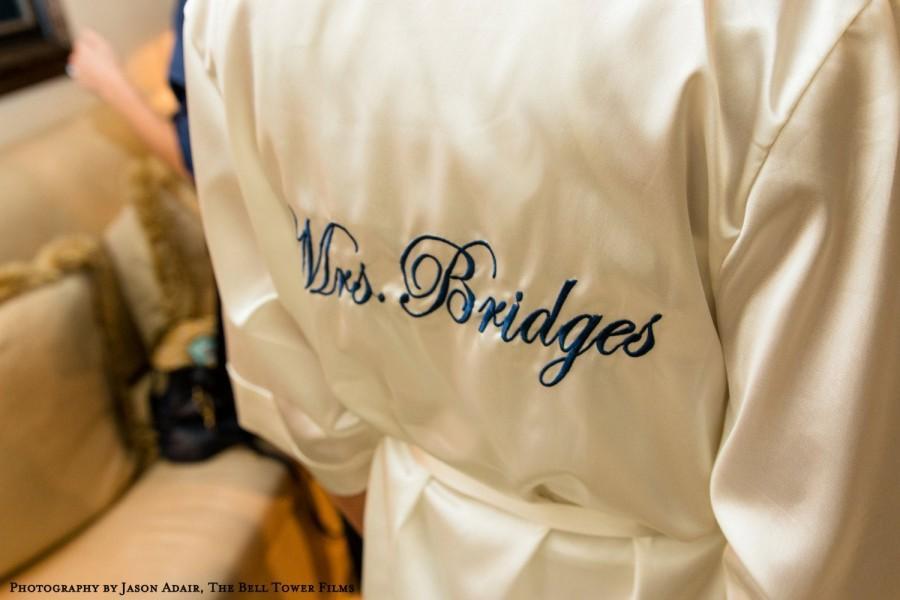 Свадьба - Personalized Mrs. Robe, Monogrammed Satin Robe, Bridal Robes, Custom Mrs. Satin Robe, bridal satin robe, bride robe, satin mrs robe