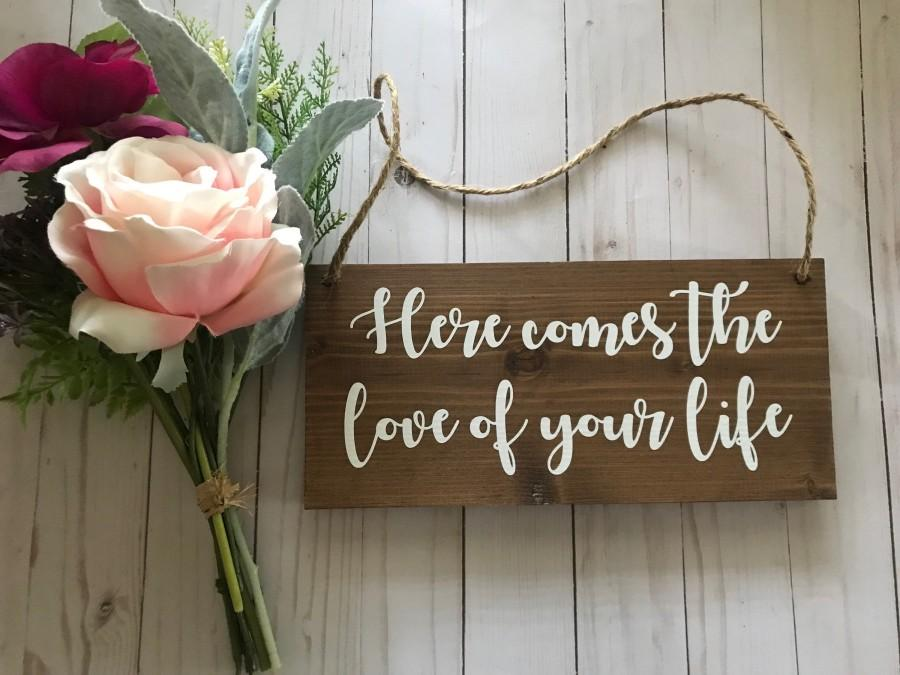 Hochzeit - Here Comes the Love of Your Life Sign-Ring Bearer Sign-Wood Wedding Sign-Love of your life-Here comes the bride-Wedding Ceremony-Flower girl