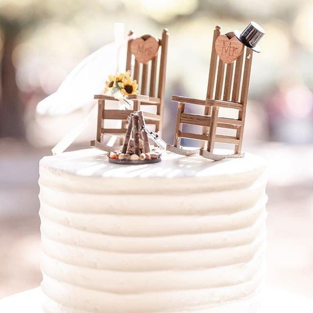 Свадьба - Rustic  Wedding Cake Toppers / Wedding Cake Topper Cabin Chairs / rocking chair Wedding/ Rustic Wedding / Hunting Wedding