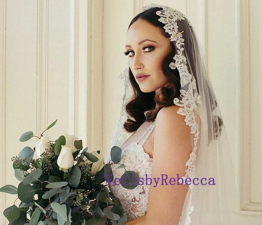 Свадьба - 1 tier mantilla lace veil,floral lace applique Spanish veil,1 tier lace mantilla wedding veil, lace Catholic bridal veil V656