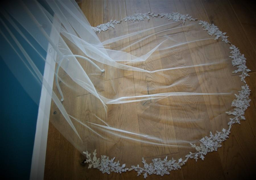 Свадьба - Bespoke Bridal veil/Cathedral length/Top quality lace appliques