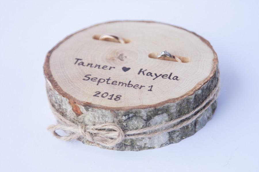 Свадьба - Wedding ring pillow, rustic wedding decor, ring bearer pillow, wooden ring holder, rustic ring box. personalized ring pillow.