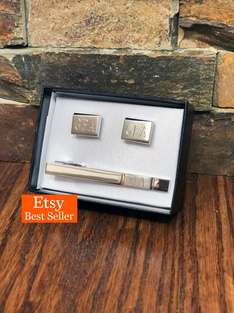 Hochzeit - Personalized Tie Clip with Cuff Links Monogram- Silver Toned- Groomsmen- Gifts for Men- Fathers Day- Birthday- Groom - Best Man (cut-15s)