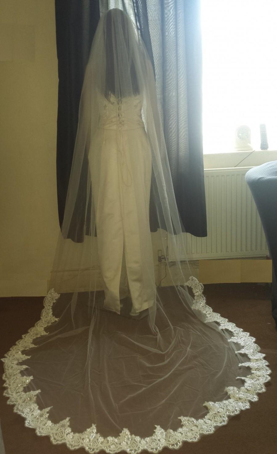 زفاف - Lace Wedding Veil Pale Ivory / Ivory. 3 Meter long wedding veil with lace trim. 1 Tier veil Soft tulle Free UK postage.