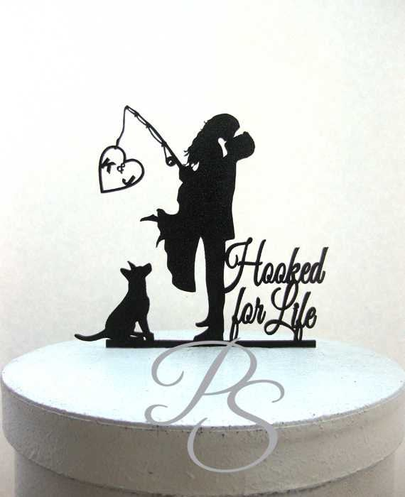 "Свадьба - Personalized Wedding Cake Topper - Hooked on Love 3 with personalized Initials, Dog and ""Hooked for Life"""