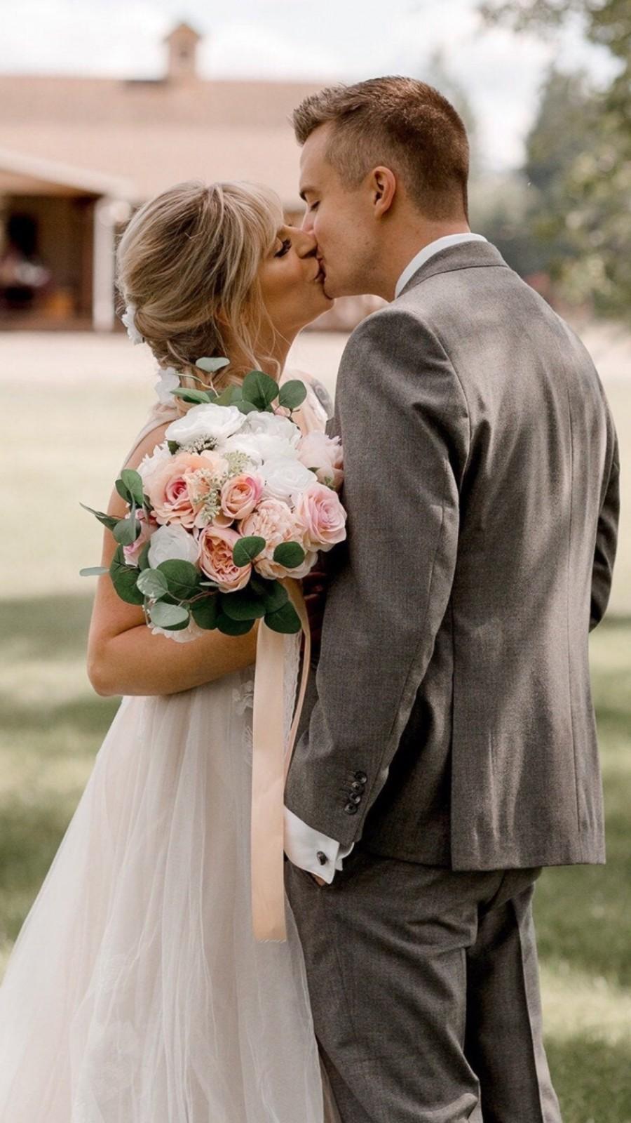 Mariage - Peach & Blush Bridal Bouquet, Wedding Bouquet Pink White silk Bouquet, Peach Bouquet, Eucalyptus, Bridesmaids, Silk Flowers, Artificial Bouq