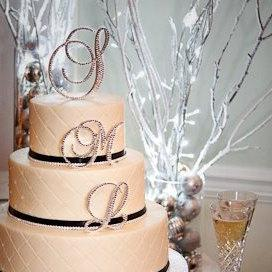 "Свадьба - Custom Gorgeous Swarovski Crystal wedding Cake toppers two 4'' initials and a 2"" ampersand"