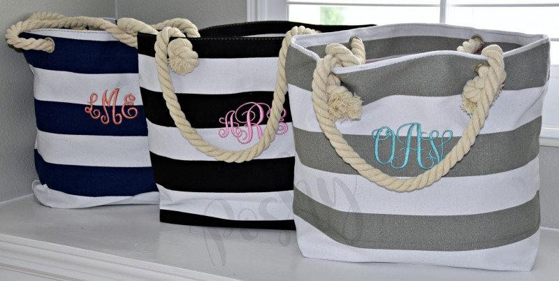 Свадьба - Monogrammed Beach Tote Bag, Bridal Gift Totes, Bridesmaids Gift Bag, Bridal Party Tote, Set of Tote bag for Bridal Party Photo