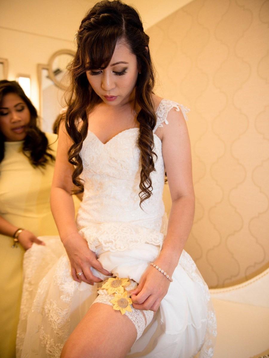 Свадьба - Sunflower Wedding Garter Set,Rustic Country Chic Wedding Garter Set,Keepsake & Toss garter Set