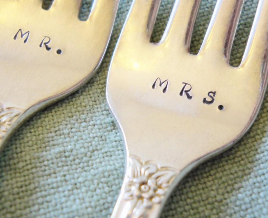 Свадьба - Wedding Cake Forks: Vintage Silverware, 2018 Wedding, Custom Personalized Silver Forks, Hand Stamped Engraved Flatware, Rustic, Gift Boxed