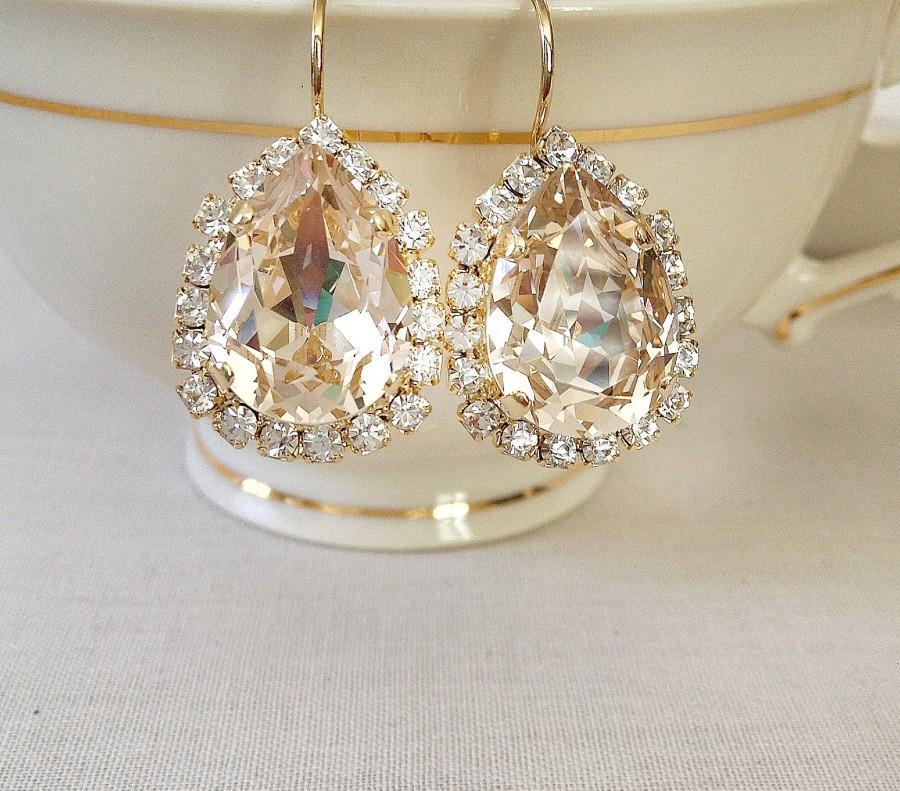 Свадьба - Swarovski PALE champagne crystal tear drop earrings, champagne, gold, halo, rhinestone drops, tear drop, pear, vintage wedding