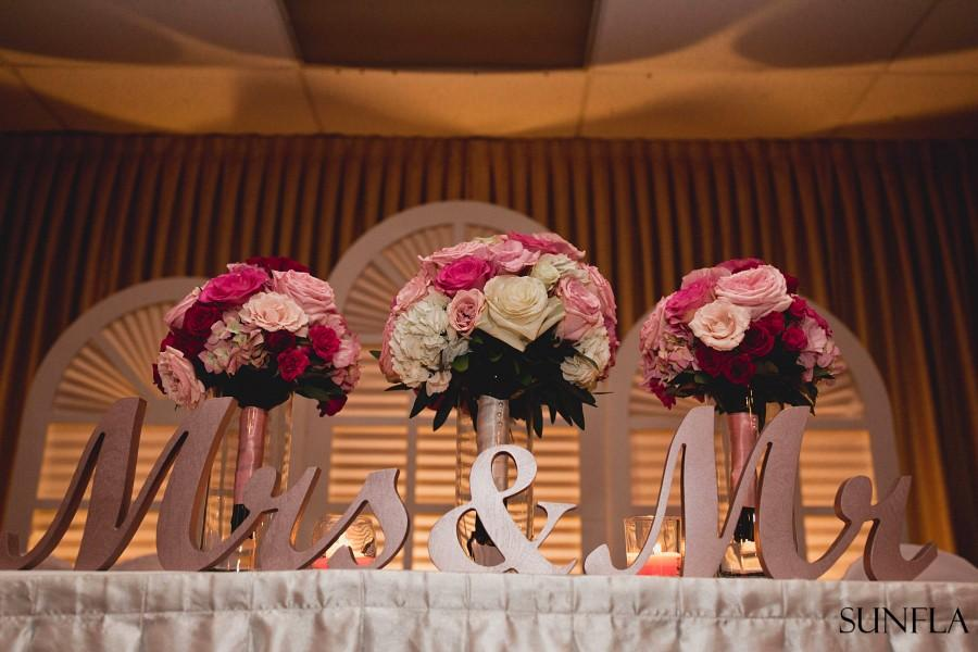 Mariage - Mr. & Mrs. letters in Rose Gold or other color Wedding Signs for Table. Wedding Lettering - MRMRSF1