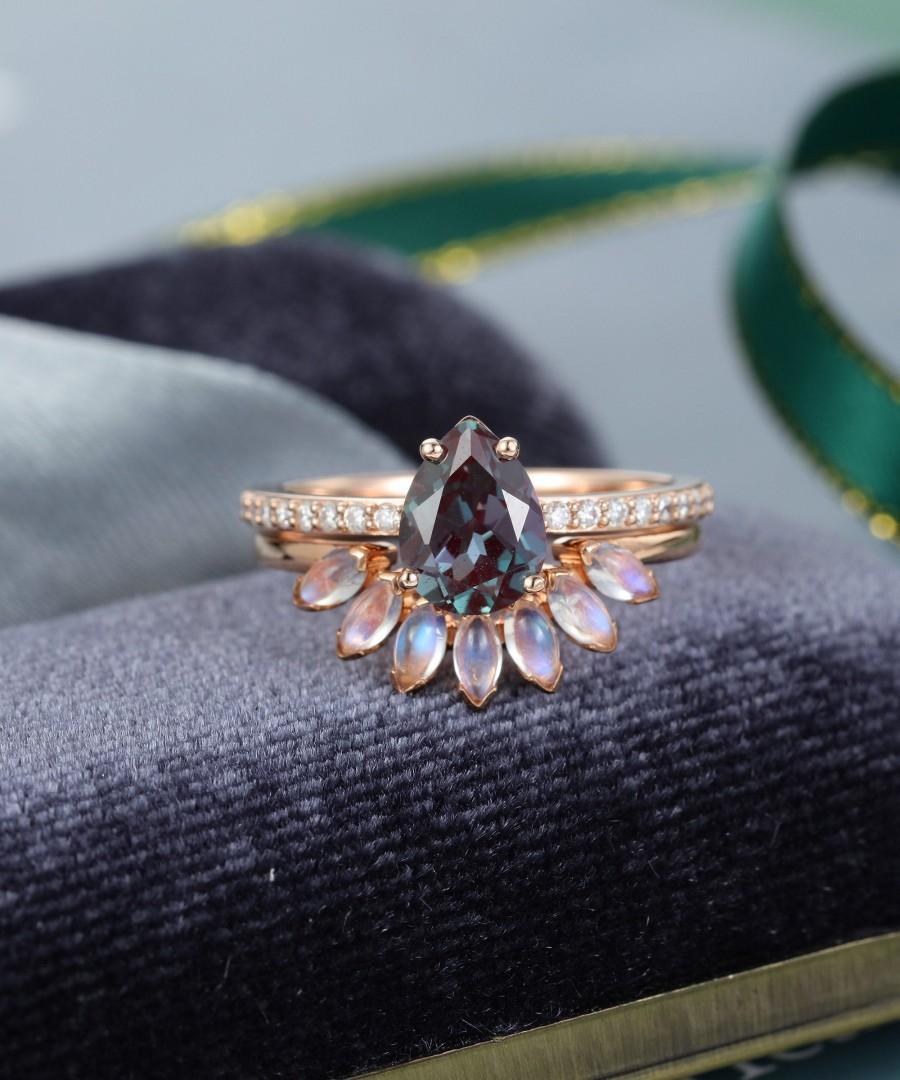 Mariage - pear shaped engagement ring set vintage alexandrite Moonstone wedding ring rose gold Unique Bridal Moissanite Marquise cut women Gift 2PCS