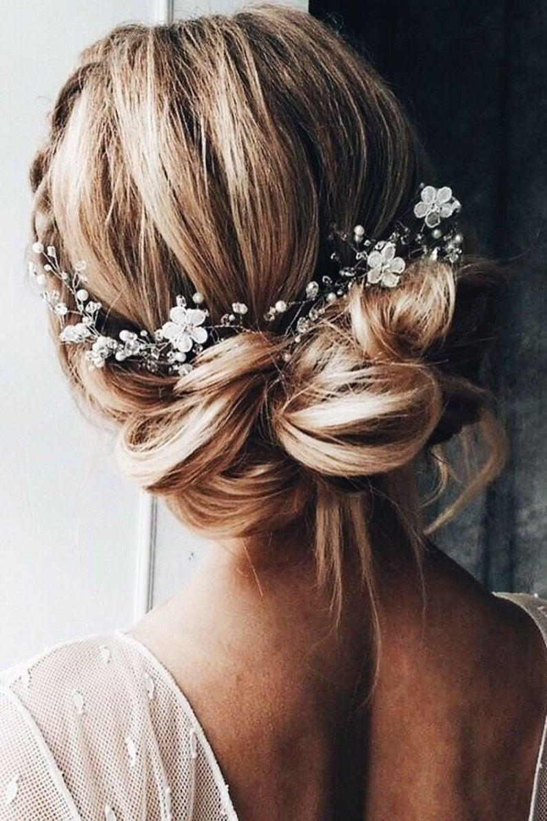 Hochzeit - Bridal hair vine Beautiful delicate flower Beach wedding
