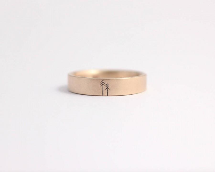 Mariage - Unique Wedding Band Wedding Ring Engagement Ring with Pine Trees 14ct Rose Gold Woodland Wedding 4mm Wide