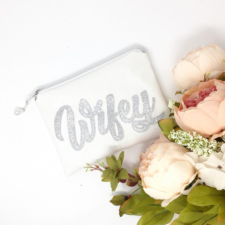 Свадьба - Wifey Clutch Wedding bag Wifey purse Sparkly Wifey Clutch Bag Gift for Bride Wifey for Lifey Wifey to be Gift for Wife Bride to be Gift