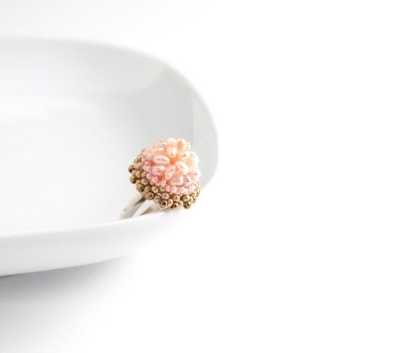 Mariage - Beaded Ring Pearl Cluster, Freshwater Pearl, Adjustable Beaded Ring, Statement, Cocktail Ring, Rose Pastel Ring, Bridesmaid Gift Light Pink