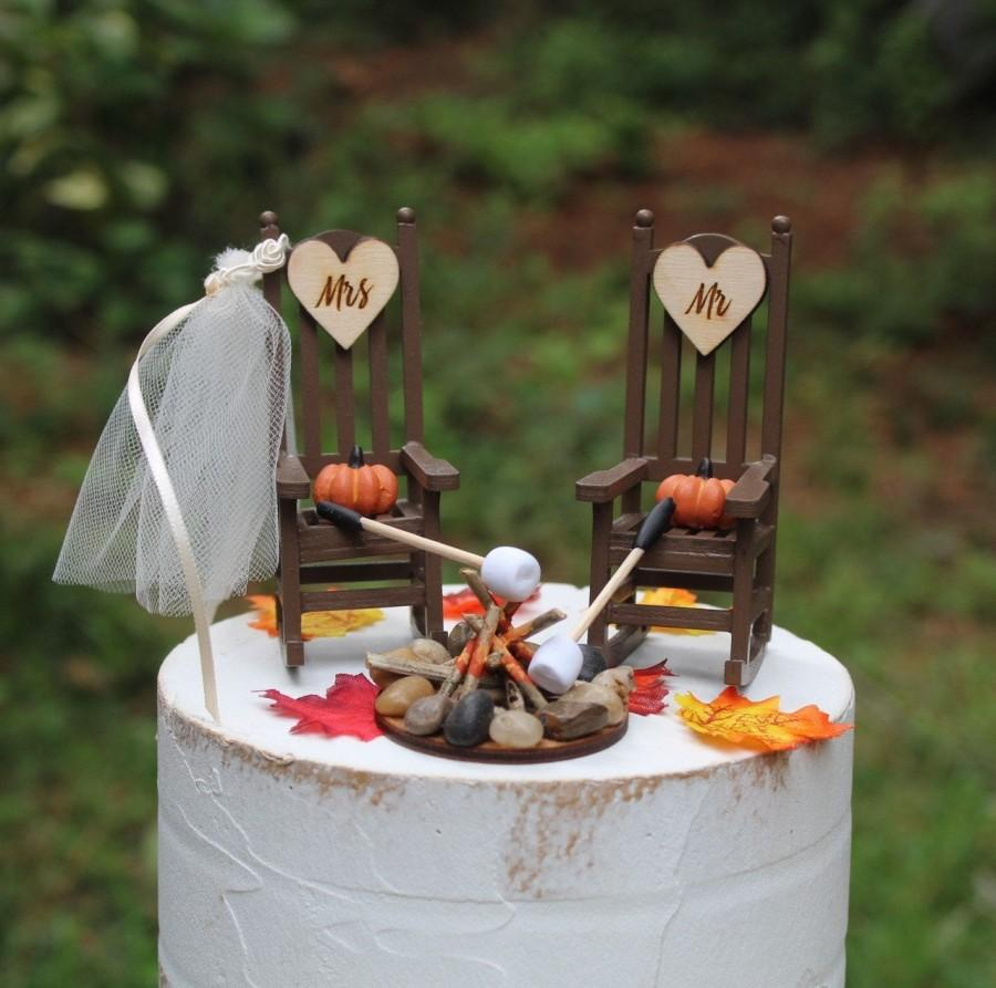 Hochzeit - Wedding Cake Topper, Fall, Pumpkins, Fire Pit, Marshmallows, Bride, Groom, Rocking Chairs, Autumn, Country, Rustic, Wooden, Mr, Mrs