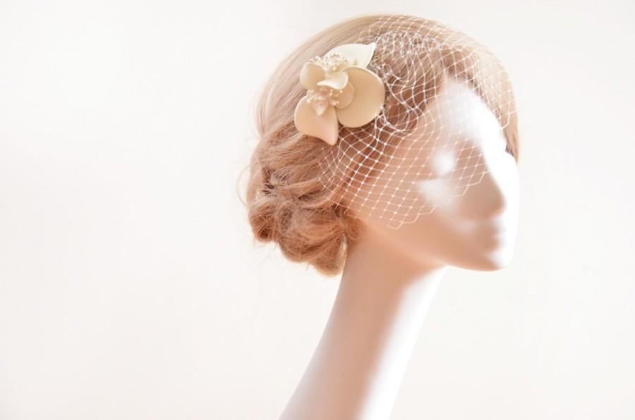 Свадьба - Birdcage veil fascinator, Fascinator with birdcage veil, Mini birdcage veil, Bridal hair flower, Ivory fascinator, veil