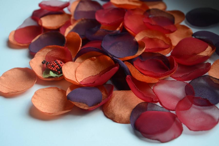 Mariage - Plum Orange Red Rose Petal/Plum Orange Fabric petals/Fall Wedding Decor/Flower Girl Basket/Harvest Decor/Orange Burnt Petals/ Table decor