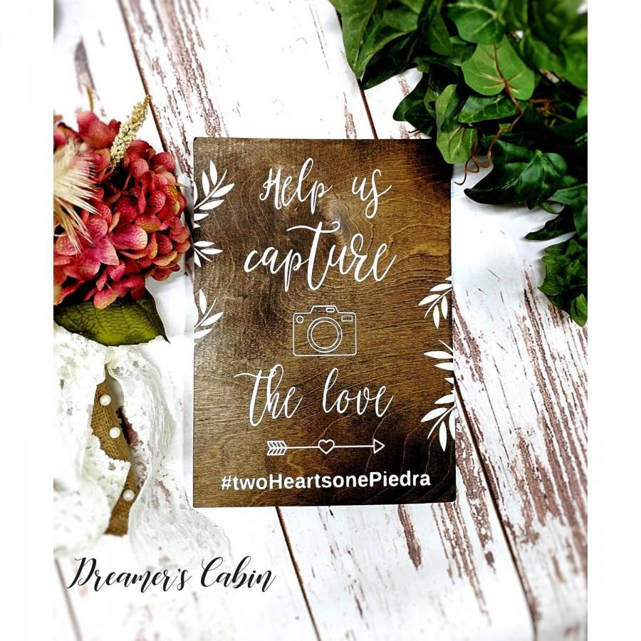 Mariage - Wedding hashtag sign-Instagram hashtag sign-Help us capture the love sign-Wood sign-Wooden wedding signs-Rustic wedding decor-Display sign