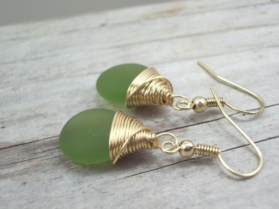 زفاف - Green seaglass earrings, gold wire wrap Boho gemstone earrings, simple elegant drop dangle earrings