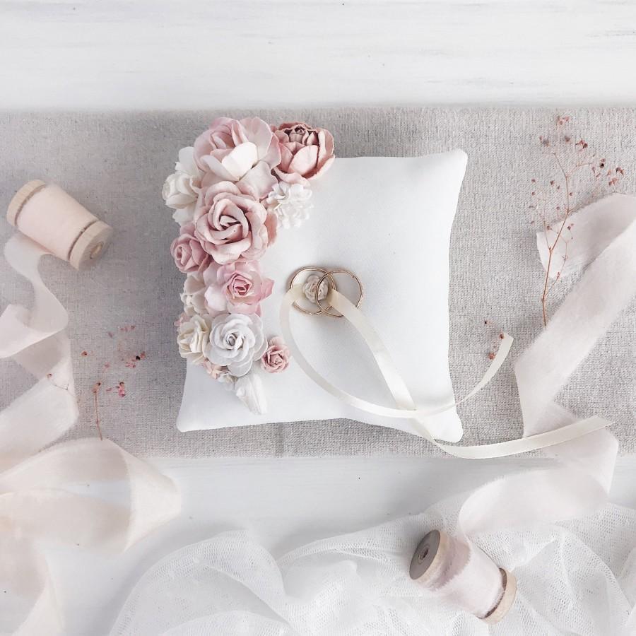 Mariage - Blush Ring bearer pillow, White Wedding ring pillow, Blush Ring pillow with flowers, Ring holder, Blush Wedding decor