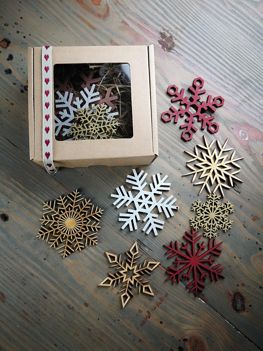 Hochzeit - Set of Wood snowflakes Christmas tree decorations