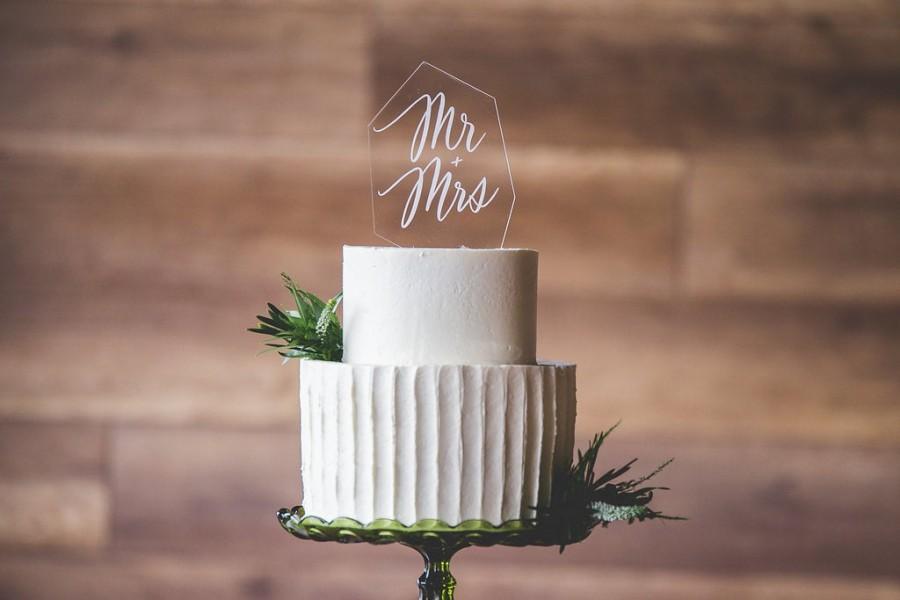 Hochzeit - Clear Acrylic Modern Cake Topper - Glass Look Cake Topper - Modern Cake Topper - Geode - Gem - Boho Cake Topper -  Custom Cake Top
