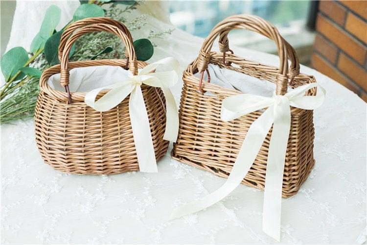 Mariage - Flower girl basket / Simple bridesmaid basket / Hand woven basket / Willow Basket Moss Basket Rustic Basket Vintage Wedding Barn Wedding