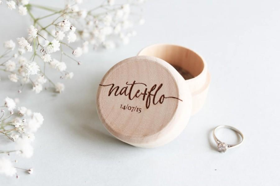Hochzeit - Custom Wood Ring Box, Personalised Wooden Ring Box, Rustic Wood Ring Box, Wood Ring Bearer Box, Custom Ring Box, Proposal Box, Wood Ring Box