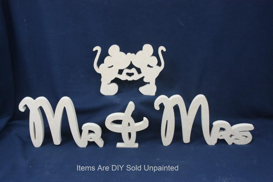 Mariage - Style 8 of 8 DIY Disney Theme Mr & Mrs table top sign with the Couple. DIY  Wooden Mr and Mrs wedding sign set. Bride and Groom Table Sign.