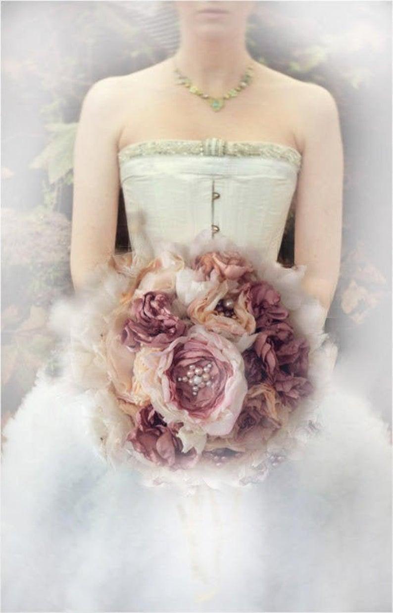 Свадьба - Bouquets de mariée, Poignée broche, ruban, perle , Handles of my bridal bouquets, brooch, Bouquet shabby chic,Handmade